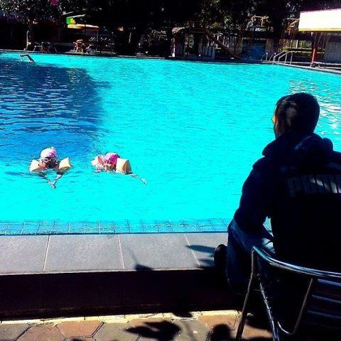 kolam renang rumah sosis