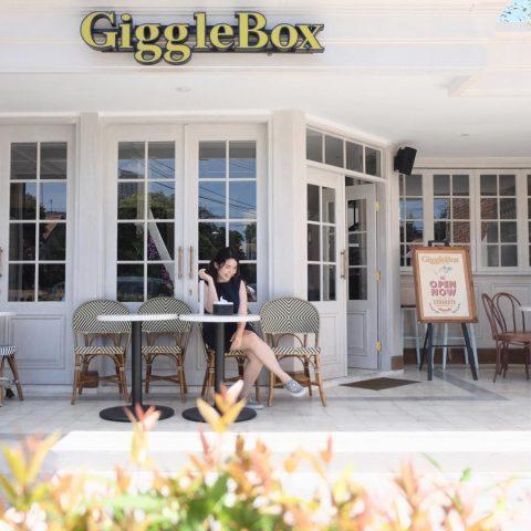 Giggle box cafe